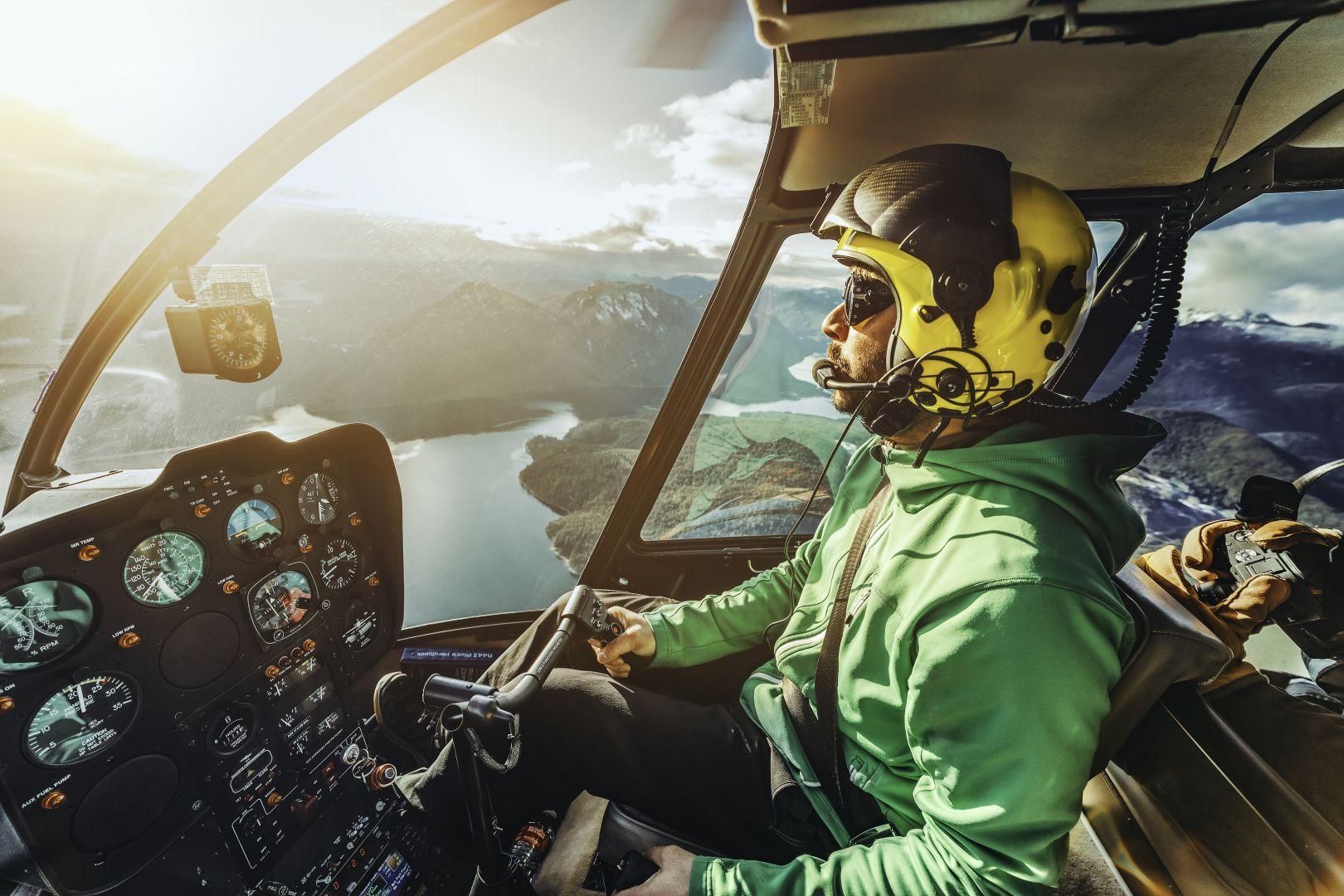 helicopter-pilot-VXTG8HK